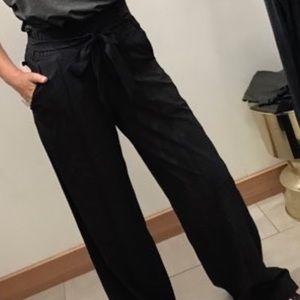 Lululemon noir pants black size 2 NWT